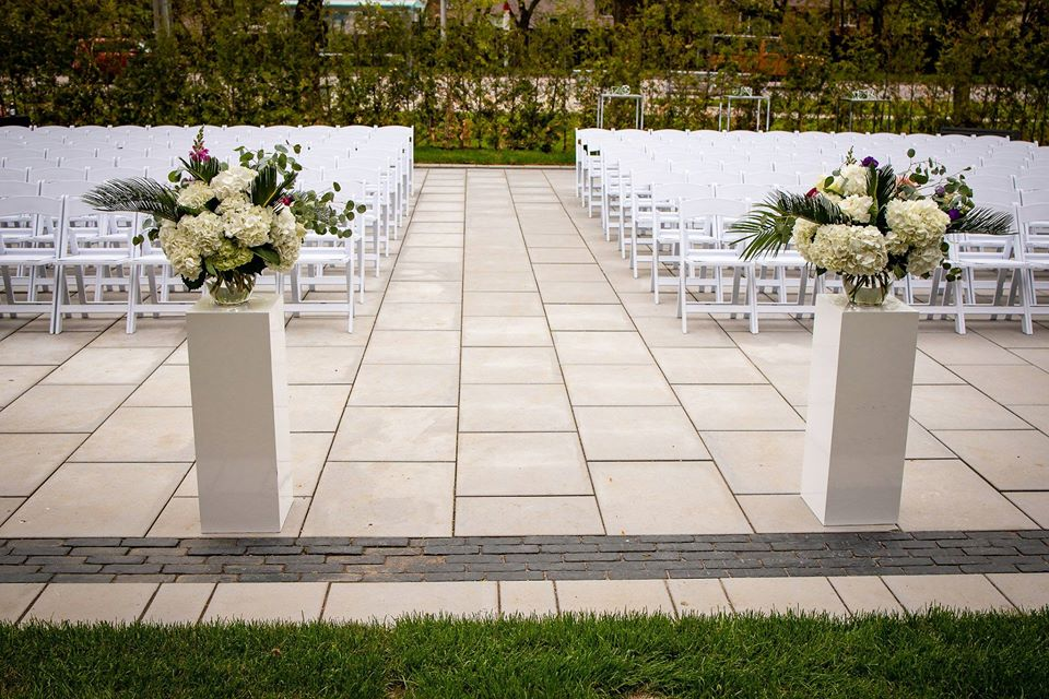 York Mills Gallery outdoor wedding venue in Toronto